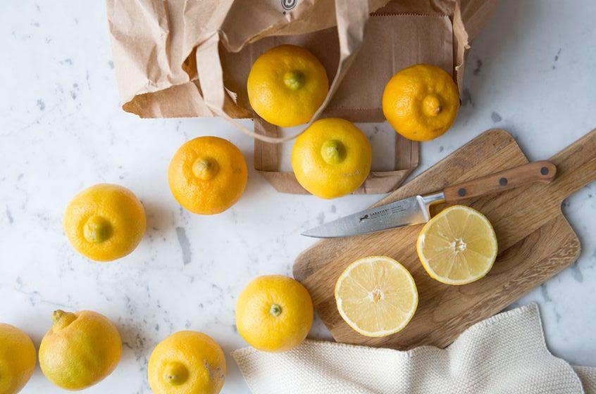 Nước cam và chanh là nước uống tốt cho da mụn