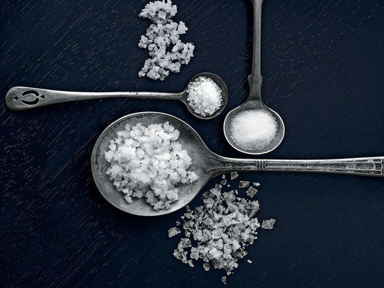 Muối giúp tẩy tế bào chết